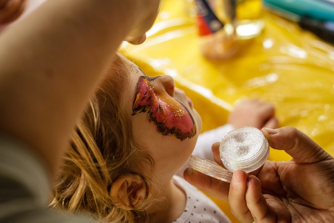 face-painting-1713769_1920